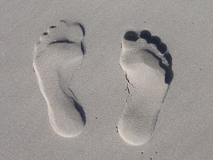 sand-foot-prints-59876